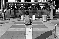 milano, un bambino osserva un autobus di militari sul piazzale della stazione centrale ---- milan,  a kid looks at a military bus on the square in front of central station