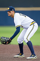 Michigan Wolverines first baseman Drew Lugbauer (17) on defense against the Oakland Golden Grizzlies on May 17, 2016 at Ray Fisher Stadium in Ann Arbor, Michigan. Oakland defeated Michigan 6-5 in 10 innings. (Andrew Woolley/Four Seam Images)