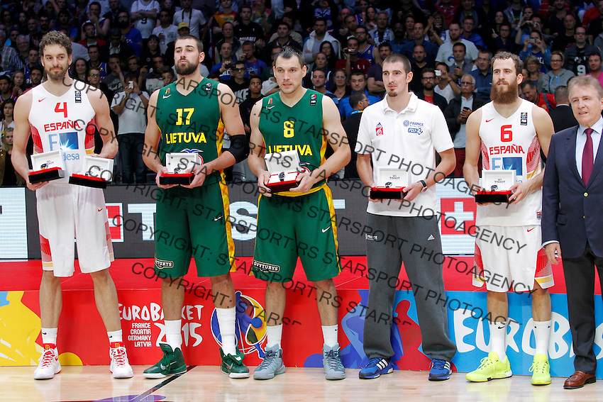 Pau Gasol, Jonas Valanciunas, Jonas Maciulis, Nando De Colo and Sergio Rodriguez pose for the photo after European championship basketball final match between Spain and Lithuania on September 20, 2015 in Lille, France  (credit image & photo: Pedja Milosavljevic / STARSPORT)