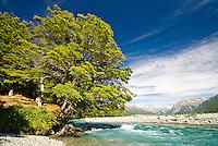 Picnic beside Waimakariri River near Arthurs Pass - Arthurs Pass National Park, New Zealand