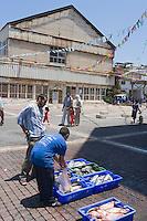 Asie/Israel/Tel-Aviv-Jaffa/Veux Jaffa: le port de pèche -pécheurs vendant leur poisson