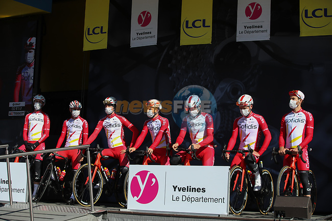 Cofidis at sign on before the start of Stage 1 of Paris-Nice 2021, running 166km from Saint-Cyr-l'École to Saint-Cyr-l'École, France. 7th March 2021.<br /> Picture: ASO/Fabien Boukla | Cyclefile<br /> All photos usage must carry mandatory copyright credit (© Cyclefile | ASO/Fabien Boukla)