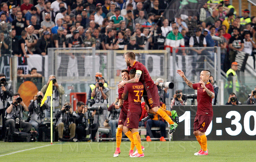 Calcio, Serie A: Roma vs Juventus. Roma, stadio Olimpico, 14 maggio 2017. <br /> Roma's Stephan El Shaarawy, left, celebrates with teammates Emerson Palmieri, second from left, Daniele De Rossi, second from right and Radja Nainggolan, after scoring during the Italian Serie A football match between Roma and Juventus at Rome's Olympic stadium, 14 May 2017. Roma won 3-1.<br /> UPDATE IMAGES PRESS/Riccardo De Luca