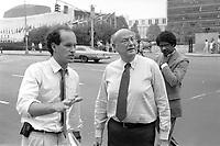 "- New York, Edward ""Ed"" Koch, city mayor from1978 to1989<br /> <br /> - New York, Edward ""Ed"" Koch, sindaco della città dal 1978 al 1989"