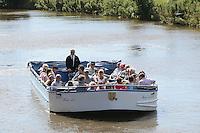 Ausflugsboot Hein Luc im Kanal bei Greetsiel