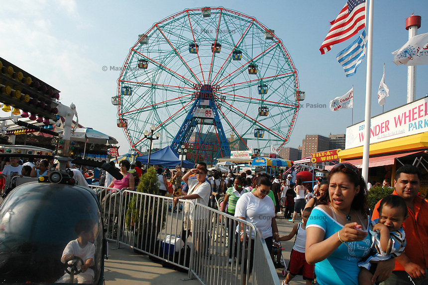 Wonder Wheel, Coney Island, Brooklyn; 546pm, 25June2005
