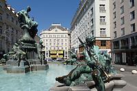 Barocker Donnerbrunnen am  Neuen Markt , Wien, Österreich, UNESCO-Weltkulturerbe<br /> Baroque Donner fountain at Neuer Markt, Vienna, Austria, world heritage