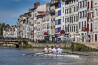 France, Aquitaine, Pyrénées-Atlantiques, Pays Basque, Bayonne: Aviron quatre de pointe de l'Aviron Bayonnais à l'entrainement  sur la Nive // France, Pyrenees Atlantiques, Basque Country, Bayonne: Rowing Bayonne in training on the Nive