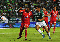 PALMIRA - COLOMBIA, 28-10-2017: Jefferson Duque (Der) del Deportivo Cali disputa el balón con Juan Camilo Angulo (Izq) de América de Cali durante partido por la fecha 17 de la Liga Águila II 2017 jugado en el estadio Palmaseca de Cali. / Jefferson Duque (R) player of Deportivo Cali fights for the ball with Juan Camilo Angulo (L) player of America de Cali during match for the date 17 of the Aguila League II 2017 played at Palmaseca stadium in Cali.  Photo: VizzorImage/ Nelson Rios / Cont