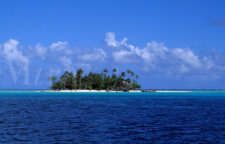 The perfect small island called Motu in Bora Bora, Tahiti, French Polynesia, South Pacific Rim