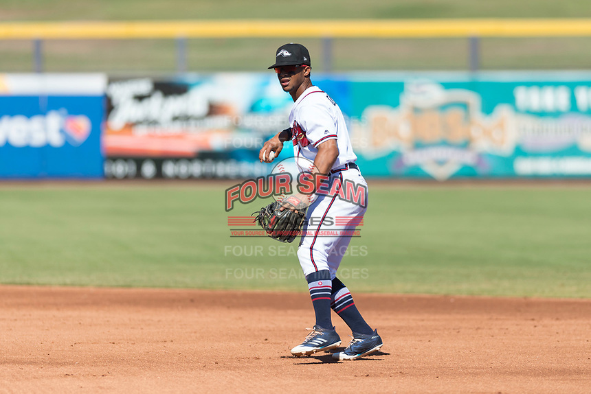 Peoria Javelinas second baseman Ray-Patrick Didder (1), of the Atlanta Braves organization, prepares to make a throw to first base during an Arizona Fall League game against the Scottsdale Scorpions at Peoria Sports Complex on October 18, 2018 in Peoria, Arizona. Scottsdale defeated Peoria 8-0. (Zachary Lucy/Four Seam Images)