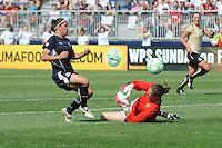 Washington Freedom forward Lisa De Vanna (17) against FC. Gold Pride golkeeper Nicole Barnhart (1). Washington Freedom defeated FC Gold Pride 3-1at the Maryland SoccerPlex, Sunday May 31, 2009.