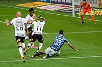 São Paulo (SP), 22/11/2020 - Corinthians-Grêmio - Falta de Otero do Corinthians em L. Fernando do Grêmio. Corinthians e Grêmio jogo válido pela 22 rodada do Campeonato Brasileiro 2020, realizada na Neo Química Arena em São Paulo, neste domingo (22).
