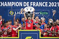 Joie des joueurs du LOSC brandissant le trophee Hexagoal du vainqueur du championnat de France de Ligue 1 saison 2020 / 2021<br /> Yusuf Yazici (Losc) <br /> 24/05/2021<br /> Celebration of LOSC Lille champions of France <br /> Calcio Ligue 1 2020/2021<br /> Foto JB Autissier/Panoramic/insidefoto <br /> ITALY ONLY