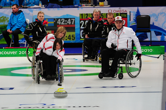 Ina Forrest, Vancouver 2010 - Wheelchair Curling // Curling en fauteuil roulant.<br /> Team Canada competes in Wheelchair Curling // Équipe Canada participe en curling en fauteuil roulant. 13/03/2010.
