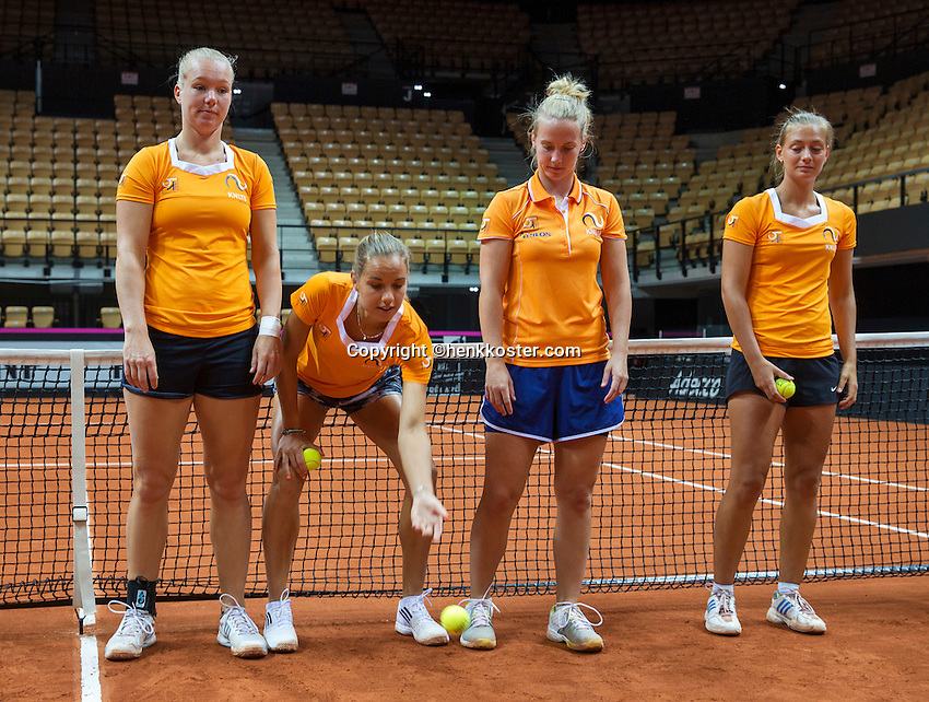 13 April, 2016, France, Trélazé, Arena Loire,   Semifinal FedCup, France-Netherlands, Dutch team warming up and are playing a game <br /> Photo:Tennisimages/Henk Koster