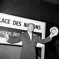 Charles Trenet<br /> a la Place des nations d'Expo 67<br /> (date exacte inconnue)<br /> <br /> PHOTO : Agence Quebec Presse - Roland lachance