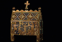 Europe/France/Auvergne/15/Cantal/Saint Flour/Musée de la Haute-Auvergne: Détail coffret - Chasse cuivre émaillé XIIIème siècle