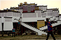 Chinese workers build a replica of Tibet's Potala Palace on Tiananmen Square in Beijing 12 September 2006, for the upcoming 01 October National Day celebrations..12 Sep 2006