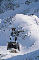 Europe/France/Rhône-Alpes/38/Isère/l'Alpe-d'Huez: télépherique du Pic Blanc 3330m