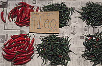 """Asie/Malaisie/Kuala Lumpur: Chinatown - Détail d'un étal de piments sur le marché """"Chowkit"""""""