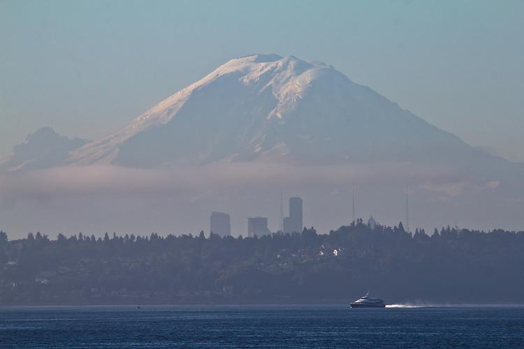 Seattle, Victoria Clipper, Puget Sound, Mount Rainier, Salish Sea, Washington State, Pacific Northwest, sunrise,