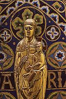 Europe/France/Auvergne/63/Puy-de-Dôme/Mozac: L'église de Mozac (ancien abbaye fondée par Saint-Calmin au 7ème siècle) - Châsse de Saint-Calmin (1168) - Détail de la Vierge Marie