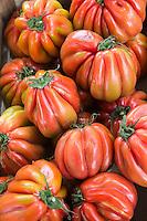 Europe/France/Provence-Alpes-Côte d'Azur/Alpes-Maritimes/Cannes: Marché Forville: Tomate coeur de Boeuf //  //    Europe, France, Provence-Alpes-Côte d'Azur, Alpes-Maritimes, Cannes:  Forville market  tomatoes
