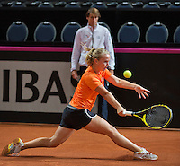 Februari 04, 2015, Apeldoorn, Omnisport, Fed Cup, Netherlands-Slovakia, Training Dutch team, Richel Hogenkamp and in the background captain Paul Haarhuis<br /> Photo: Tennisimages/Henk Koster