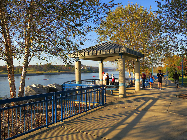 Walking trail along Tennessee River