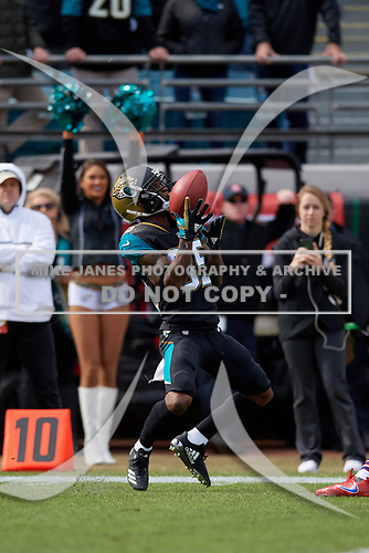 Jacksonville Jaguars Calvin Pryor (35) fair catches a punt during an NFL Wild-Card football game against the Buffalo Bills, Sunday, January 7, 2018, in Jacksonville, Fla.  (Mike Janes Photography)
