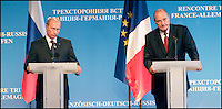 Sommet Franco-germano russe avec la prÈsence de Vladimir POUTINE, Angela MERKEL & jacques CHIRAC ay Ch'teau de CompiËgne. # # PUTIN