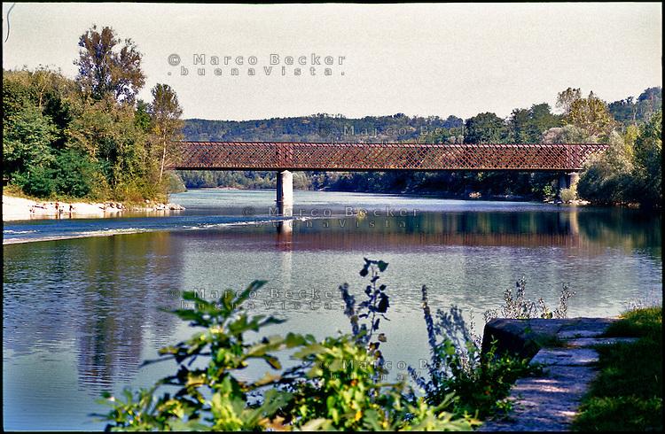 Tornavento di Lonate Pozzolo (Varese). Il ponte in ferro di Oleggio, sul Ticino tra Piemonte e Lombardia --- Tornavento Lonate Pozzolo (Varese). The iron bridge of Oleggio, over the river Ticino between Piedmont and Lombardy