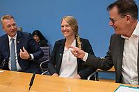 """Entwicklungshilfe Minister Gerd Mueller (CSU) stellte am Montag den 9. September 2019 in Berlin das Fair-Siegel """"Gruener Punkt"""" vor.<br /> Unterstuetzt wird die Kampagne u.a. von der ev. Kirche Deutschland, Tschibo und dem Bekleidungsunternehmen VAUDE.<br /> Im Bild vlnr.: Thomas Linemayr, Vorsitzender der Geschaeftsfuehrung,Tchibo GmbH; Antje von Dewitz, Geschaeftsfuehrerin, VAUDE Sport GmbH & Co. KG; Entwicklungshilfe Minister Gerd Mueller.<br /> 9.9.2019, Berlin<br /> Copyright: Christian-Ditsch.de<br /> [Inhaltsveraendernde Manipulation des Fotos nur nach ausdruecklicher Genehmigung des Fotografen. Vereinbarungen ueber Abtretung von Persoenlichkeitsrechten/Model Release der abgebildeten Person/Personen liegen nicht vor. NO MODEL RELEASE! Nur fuer Redaktionelle Zwecke. Don't publish without copyright Christian-Ditsch.de, Veroeffentlichung nur mit Fotografennennung, sowie gegen Honorar, MwSt. und Beleg. Konto: I N G - D i B a, IBAN DE58500105175400192269, BIC INGDDEFFXXX, Kontakt: post@christian-ditsch.de<br /> Bei der Bearbeitung der Dateiinformationen darf die Urheberkennzeichnung in den EXIF- und  IPTC-Daten nicht entfernt werden, diese sind in digitalen Medien nach §95c UrhG rechtlich geschuetzt. Der Urhebervermerk wird gemaess §13 UrhG verlangt.]"""