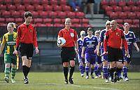 RSC Anderlecht Dames - ADO Den Haag : Sharon Sluyts komt op het veld met beide teams.foto DAVID CATRY / Nikonpro.be