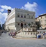 Italy, Umbria, Perugia: Piazza 4th November with Fontana Maggiore | Italien, Umbrien, Perugia: Piazza 4. November und Fontana Maggiore