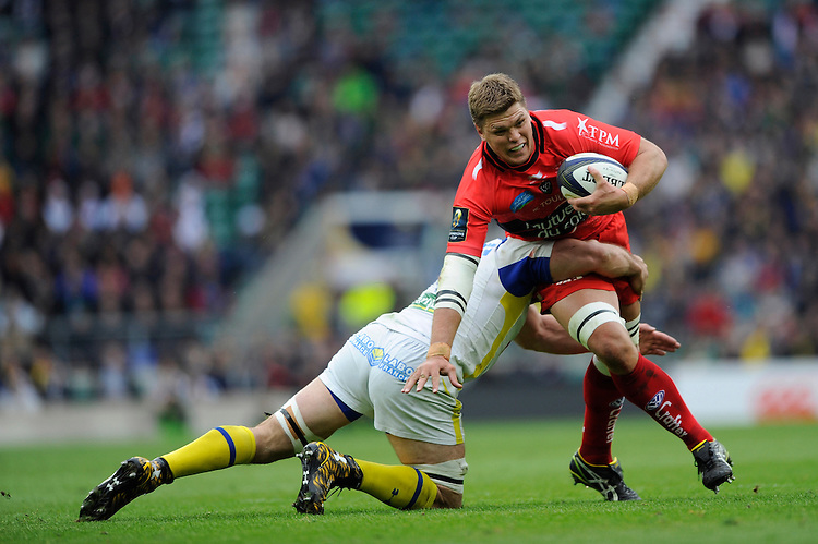 Juan Smith of RC Toulon is tackled by Jamie Cudmore of ASM Clermont Auvergne
