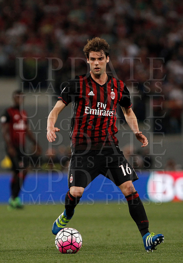 Calcio, finale Tim Cup: Milan vs Juventus. Roma, stadio Olimpico, 21 maggio 2016.<br /> AC Milan's Andrea Poli in action during the Italian Cup final football match between AC Milan and Juventus at Rome's Olympic stadium, 21 May 2016.<br /> UPDATE IMAGES PRESS/Isabella Bonotto