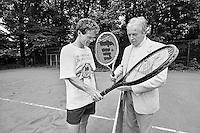 1986, Hilversum, Dutch Open, Melkhuisje, Christiaan Feenstra bij Toon Hermans in de achtertuin
