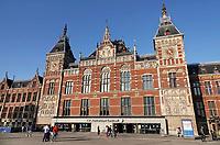 Nederland  Amsterdam-  2020.  Centraal Station Amsterdam,  een ontwerp van Petrus Josephus Hubertus (Pierre) Cuypers.   Foto : ANP/ HH / Berlinda van Dam