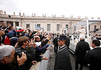 Papa Francesco saluta i fedeli al termine dell'udienza generale del mercoledi' in Piazza San Pietro, Citta' del Vaticano, 12 novembre 2014.<br /> Pope Francis greets faithful at the end of his weekly general audience in St. Peter's Square at the Vatican, 12 November 2014.<br /> UPDATE IMAGES PRESS/Riccardo De Luca<br /> <br /> STRICTLY ONLY FOR EDITORIAL USE