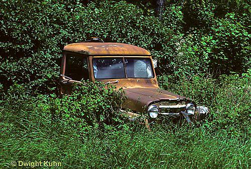 EQ03-001b  Oxidation - rust on old car