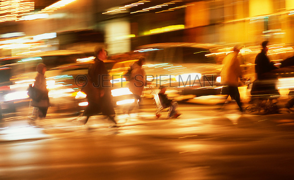 AVAILABLE FOR COMMERCIAL AND EDITORIAL LICENSING EXCLUSIVELY FROM GETTY IMAGES.  Please search for image # a0142-000207 on www.gettyimages.com<br /> <br /> People Crossing Busy Street During Evening Rush Hour, Midtown Manhattan, New York City, New York State, USA