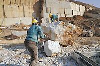 - Cave di marmo a Botticino (Brescia)....- Quarries of marble in Botticino (Brescia)