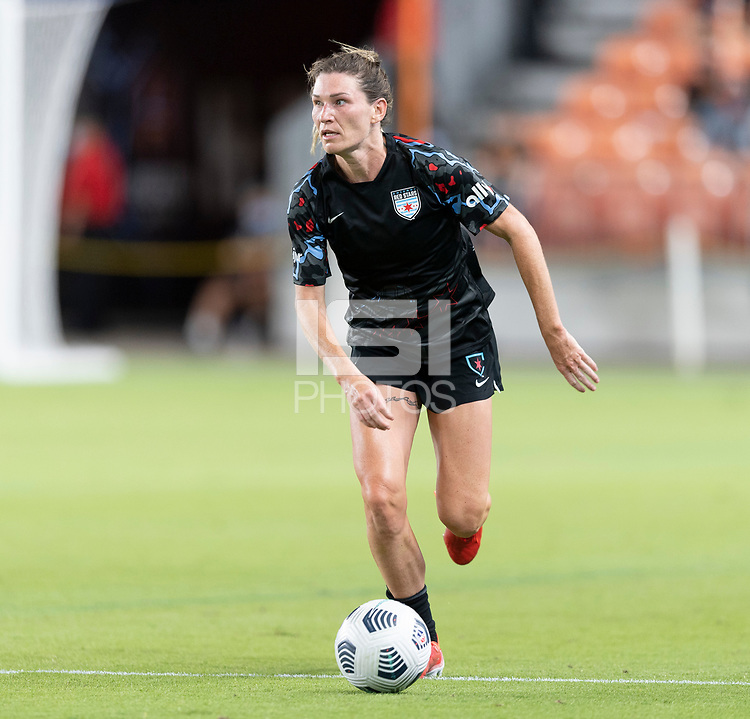 HOUSTON, TX - SEPTEMBER 10: Arin Wright #3 of the Chicago Red Stars looks to pass the ball during a game between Chicago Red Stars and Houston Dash at BBVA Stadium on September 10, 2021 in Houston, Texas.