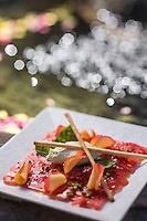 Europe/France/Provence-Alpes-Côte d'Azur/Alpes-Maritimes/Grasse: Carpaccio de tomates coeur de boeuf à la rose, et mousse de chèvre frais au basilic recette Yves Terrillon – Pétale & Saveurs La Cuisine Fleurie d'Yves Terrillon //    Europe, France, Provence-Alpes-Côte d'Azur, Alpes-Maritimes, Grasse: Carpaccio of beefsteak tomatoes with rose, and fresh goat cheese mousse with basil recipe Yves Terrillon - Petal & Saveurs La Cuisine Fleurie Yves Terrillon