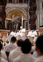Papa Francesco celebra la Santa Messa del Crisma nella Basilica di San Pietro, Citta' del Vaticano, 2 aprile 2015.<br /> Pope Francis celebrates the Chrism Mass in St. Peter's Basilica at the Vatican, 2 April 2015.<br /> UPDATE IMAGES PRESS/Isabella Bonotto<br /> <br /> STRICTLY ONLY FOR EDITORIAL USE