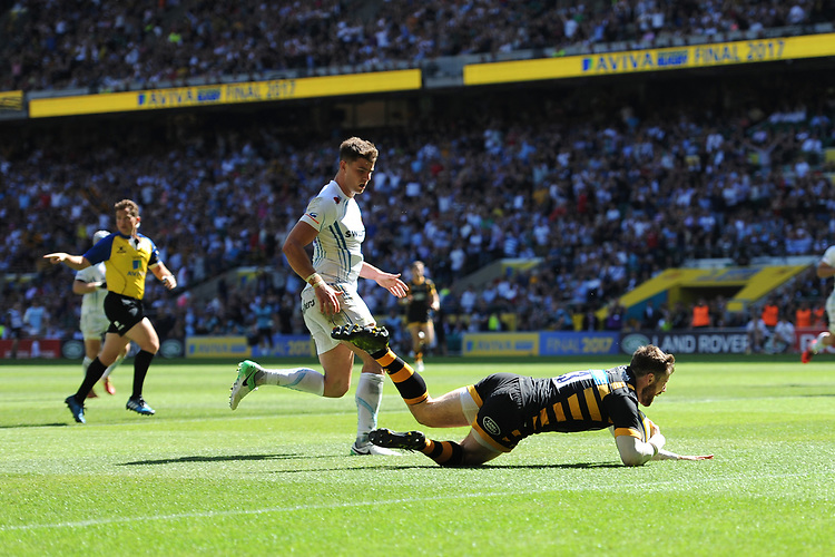 Elliot Daly of Wasps dives over to score a try during the Premiership Rugby Final at Twickenham Stadium on Saturday 27th May 2017 (Photo by Rob Munro)