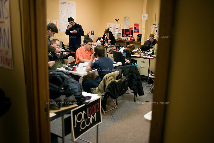 Volunteers make calls to draw support for former Utah governor Jon Huntsman at the Huntsman New Hampshire campaign headquarters in Manchester, New Hampshire, on Jan. 7, 2012.  Huntsman is seeking the 2012 Republican presidential nomination.