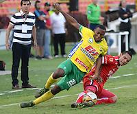IBAGUE - COLOMBIA -30 -09-2016: Dainer Mera (Izq.) jugador de Atletico Huila disputa el balón con Yorman Mera (Der.) jugador de Fortaleza C.E.I.F, durante partido entre Atletico Huila y Fortaleza C.E.I.F, por la fecha 15 de la Liga Aguila II 2016 en el estadio Manuel Murillo Toro de Ibague. / Dainer Mera (L), player of Atletico Huila vies for the ball with Yorman Mera (R) player of Fortaleza C.E.I.F, during a match between Atletico Huila and Fortaleza C.E.I.F, for the date 15 of the Liga Aguila II 2016 at the Manuel Murilo Toro Stadium in Ibague city. Photo: VizzorImage  / Juan C Escobar / Cont.
